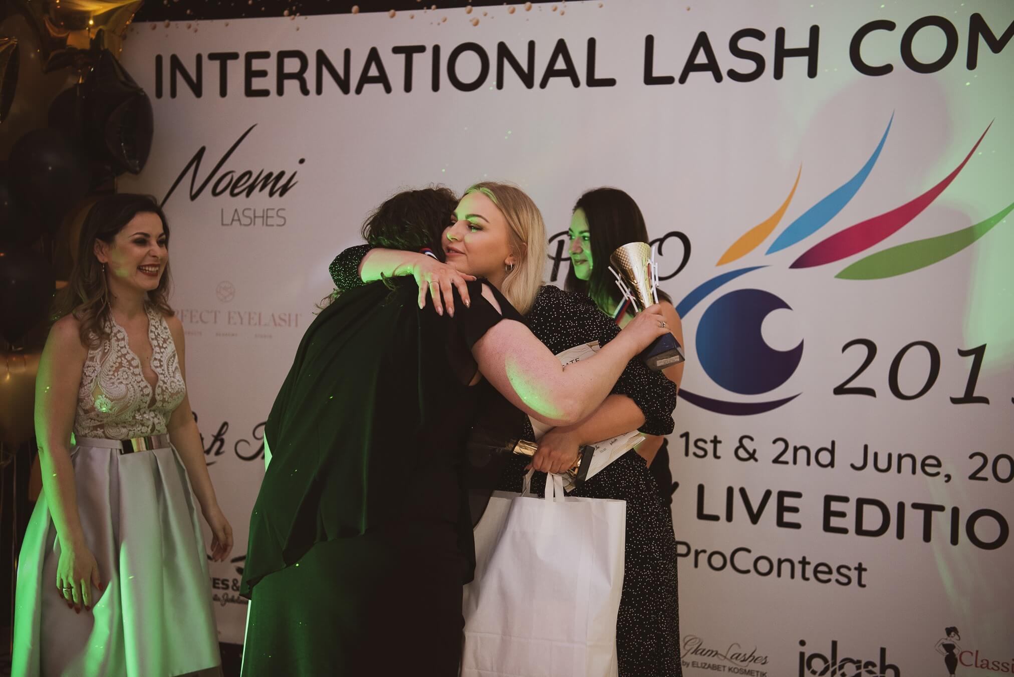 Lashteam sikrer sig 4 pokaler ved Lash Pro Contest 2019